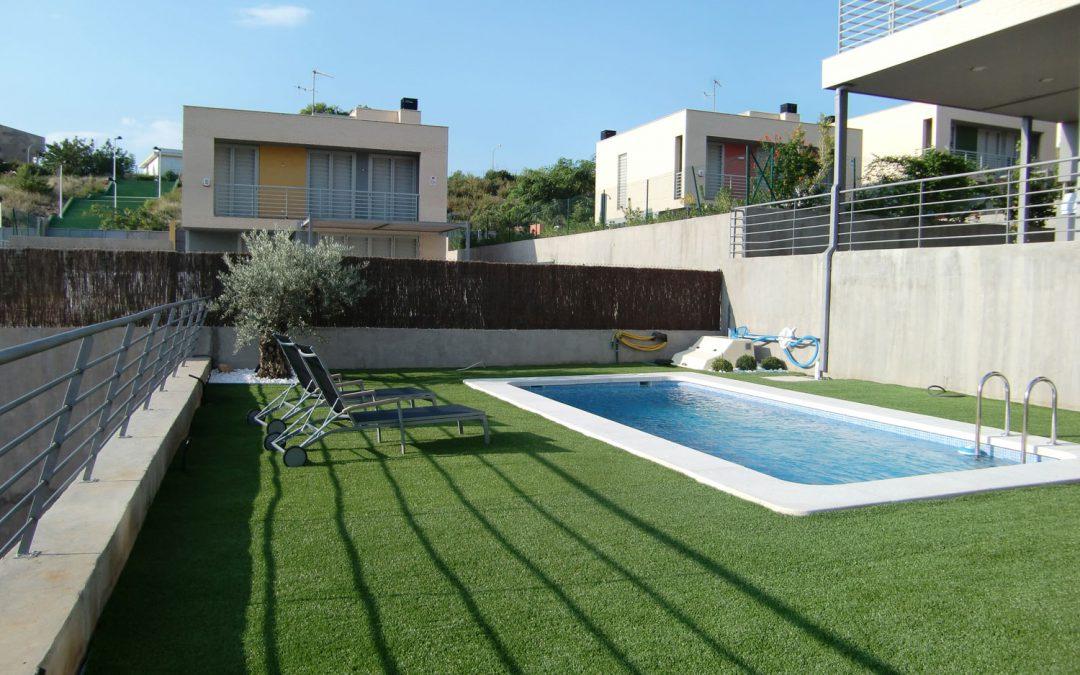 El césped artificial para piscinas más adecuado